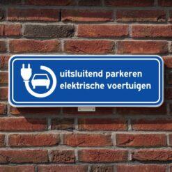 parkeerbord-elektrische-voertuigen