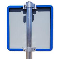 verkeersbord-vierkant-blauw-met-paal-en-beugels